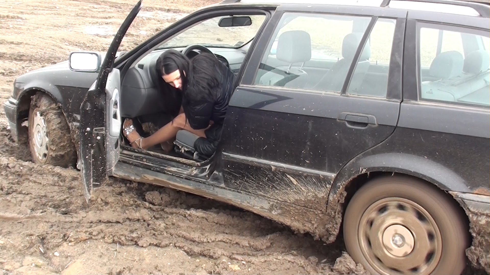 how to drive in mud with suv